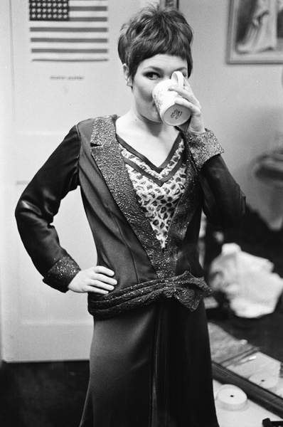 Neil Libbert: a witness to events. Bridgeman Collections Gems Judi Dench in her dressing room (b/w photo) / © Neil Libbert / Bridgeman Images