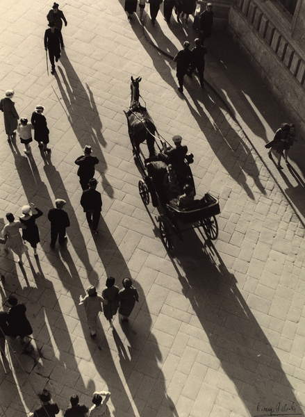 street of Florence in 1938, view from above of a carriage with horse and people walking around, black and white photo