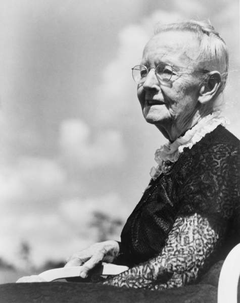 Grandma Moses, born as Anna Mary Robertson (1860-1961), began painting in her seventies and achieved acclaim as a folk painter. c. 1950 at age 90 / Everett Collection / Bridgeman Images