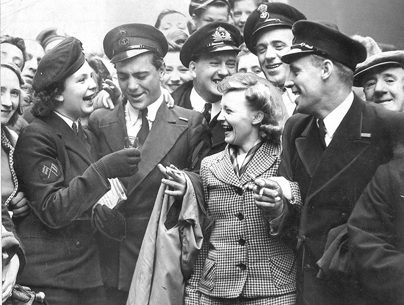 WRENS VE Day Glasgow, UK, WW2 images