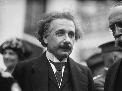Portrait d'Albert Einstein, 1922 / Bridgeman Images