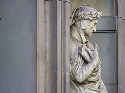 Statue de Dante - Portici Uffizi, Florence, Italie (photo) / Camillo Balossini / Bridgeman Images