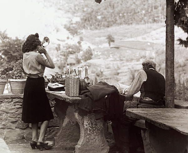 People during a picnic in Tuscany, 50's 60's (b/w photo), Vincenzo Balocchi