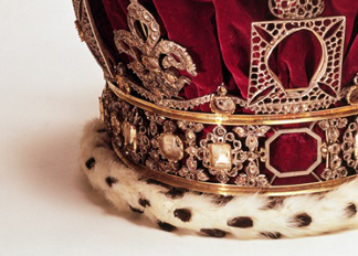 Queen Victoria's (1819-1901) Imperial state crown, English School, (19th century) / © Museum of London, UK