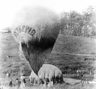 TPG165981 Balloon near Gaines' Mill, Virginia, 1862 (b/w photo)/ Private Collection
