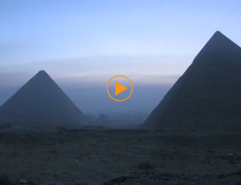 Early morning at Giza / Laboratoriorosso / Bridgeman Images