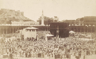 RGS242349 Praying around the Kaaba, Mecca, 1900 (b/w photo) by S. Hakim/ Royal Geographical Society, London, UK
