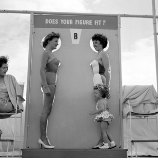Contestants in the Marilyn Monroe competition at Bognor Regis, 12th July 1960 / Mirrorpix