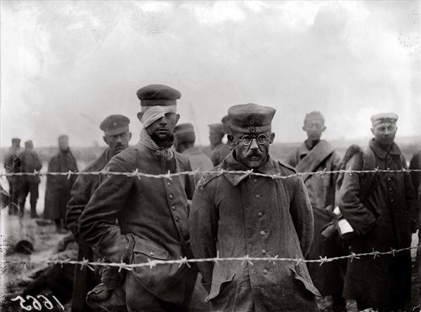 Prisoners of War, World War One, 1917 (b/w photo), Jacques Moreau (b.1887) / Archives Larousse, Paris, France / Bridgeman Images