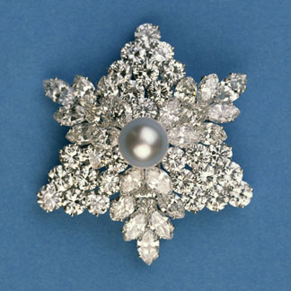 Circular and marquise diamond snowflake brooch by Bulgari, Italian School, (19th century) / Photo © Bonhams, London, UK