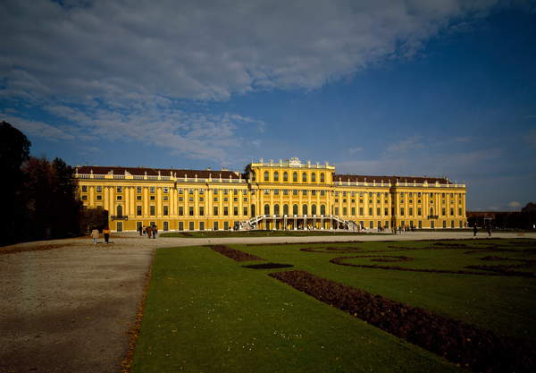 View of the Imperial Palace of Schonbrunn, Vienna. This is the Habsburg summer residence built at the end of the 17th century by Johann Fischer von Erlach (1656-1723). Austria / Photo © Luisa Ricciarini / Bridgeman Images