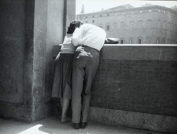 couple in love hugging looking over a balcony in Florence 1954, black and white photo