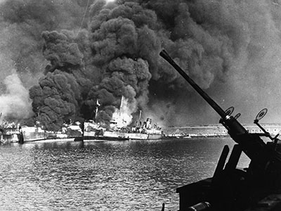Seconde Guerre mondiale: Pearl Harbor / Granger / Bridgeman Images