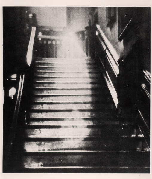 The Brown Lady of Raynham Hall, September 1936 (b/w photo), French Photographer, (20th century) / Private Collection / © Archives Charmet / Bridgeman Images